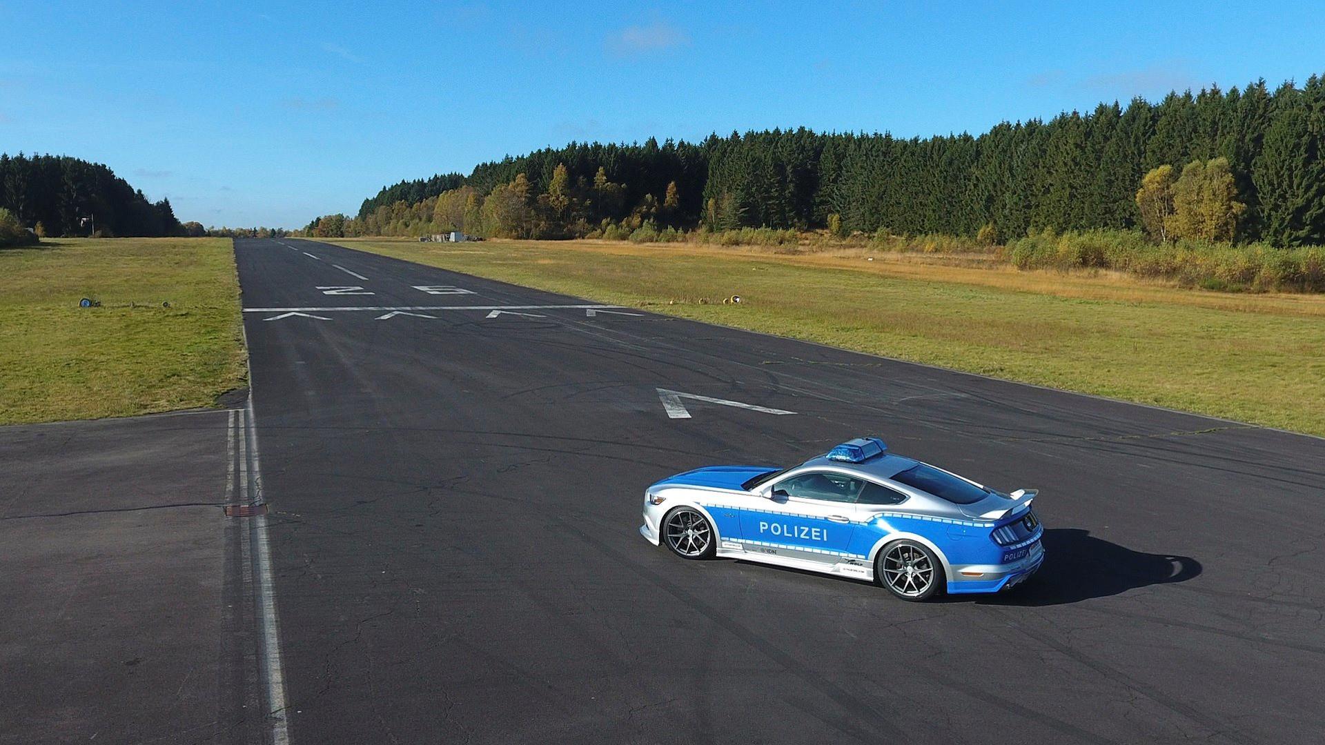 Тюнинг-ателье подготовило Форд Mustang для милиции