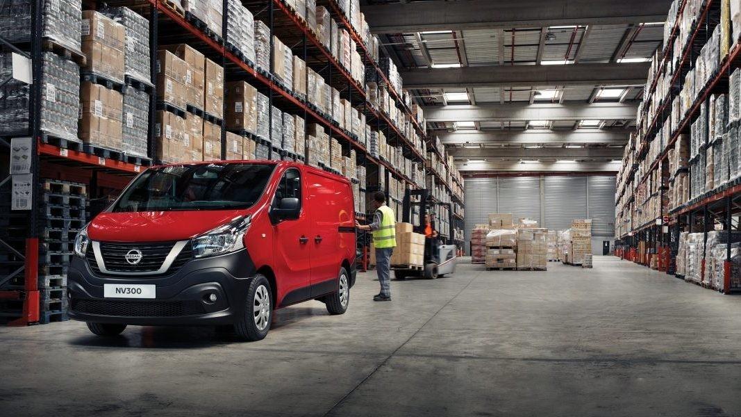 Nissan опубликовал цены нановый фургон NV300 class=
