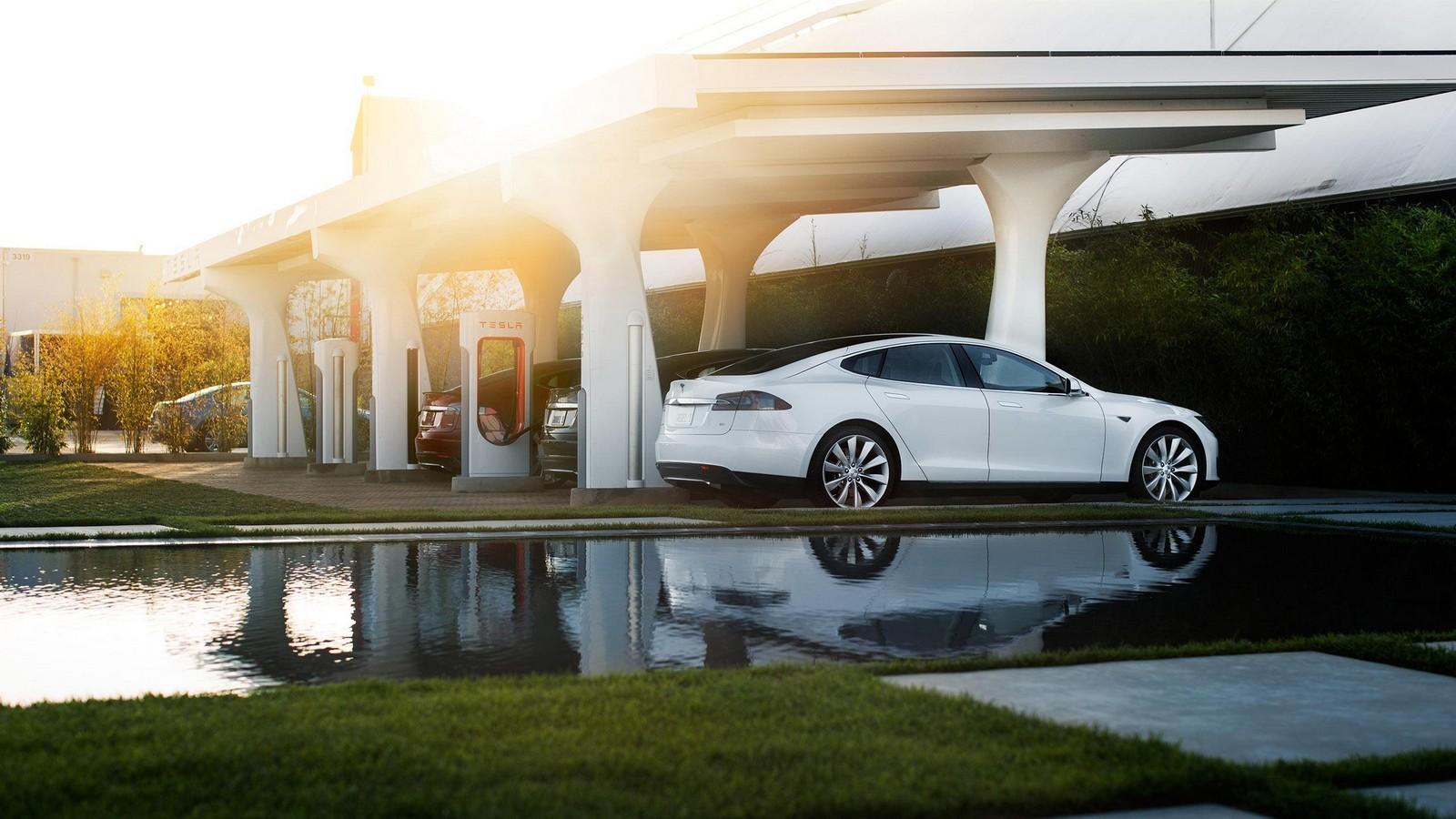 Станции зарядки Tesla станут платными— «Халява» кончилась
