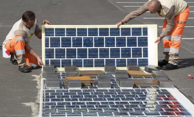 Открыта первая в мире автодорога с покрытием из солнечных батарей