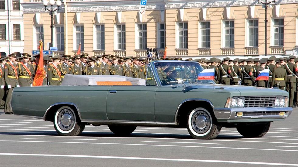 ЗИЛ-117В в боевой готовности к параду на Дворцовой площади Санкт-Петербурга. 2005 год