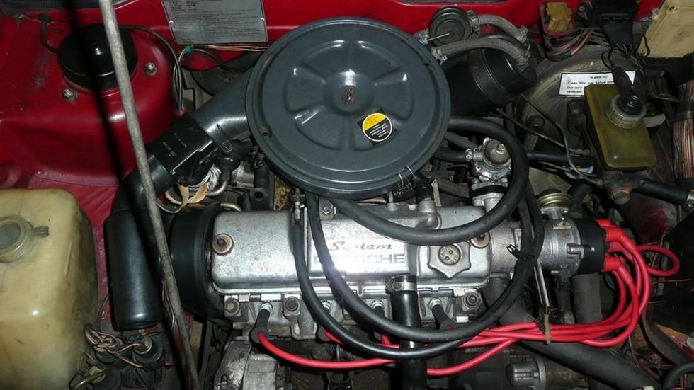 Чтобы улучшить привлекательность автомобиля, на клапанной крышке «канадской» Самары красовалась надпись «System Porsche». Дилерская самодеятельность, в общем-то, соответствовала действительности.