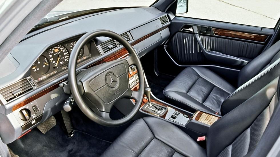 На фото: Интерьер Mercedes-Benz E420 (W124) '1993–1995