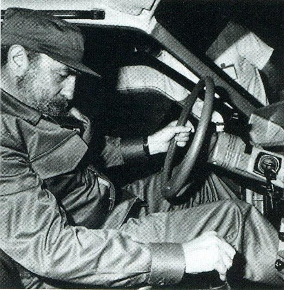 Фидель Кастро за рулём ВАЗ-2108 на закрытом показе (декабрь 1984 года)