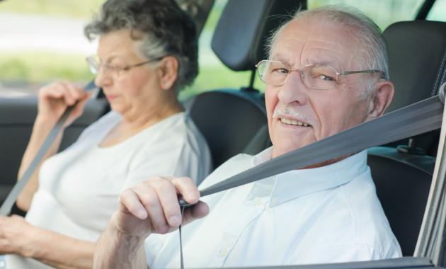 Наавтомобиле водителей старше 75 лет хотят устанавливать опознавательные знаки