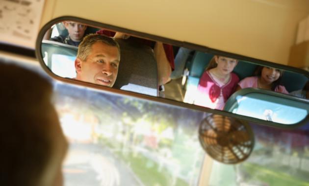РСТ: «возрастной ценз» для детских автобусов отменят пока только наполгода