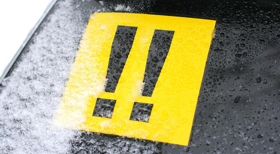 Намашине водителей старше 75 лет хотят устанавливать опознавательные знаки