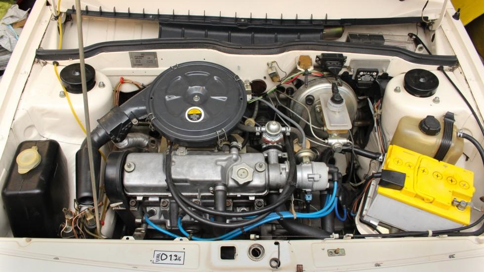 1300-кубовый двигатель славился своим «боевым» характером. Черный непрозрачный бачок омывателя на серийных ВАЗ-2108 практически не встречался.
