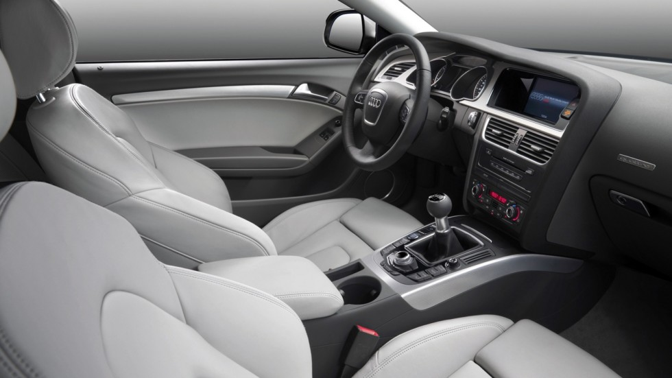 На фото: Интерьер Audi A5 3.0 TDI quattro Coupé '2007–11