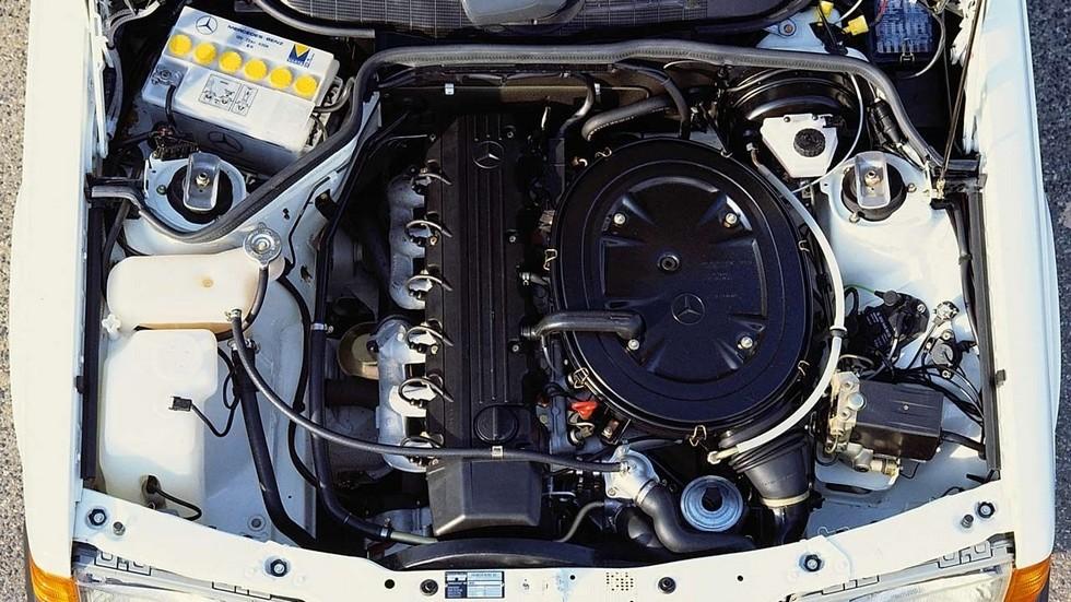 На фото: Mercedes-Benz M103.942