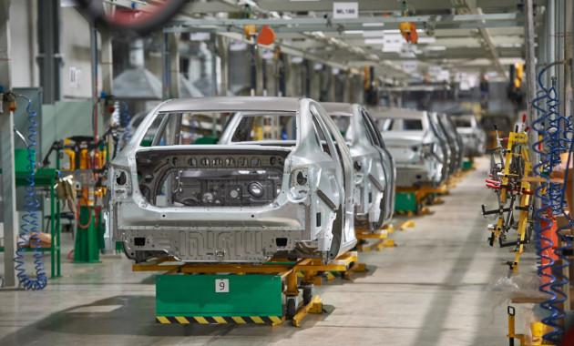 «АвтоВАЗ» запустил вКазахстане производство Лада Vesta и Лада XRAY