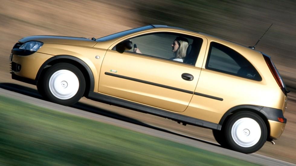 На фото: Opel Corsa 3-door (C) '2000–03
