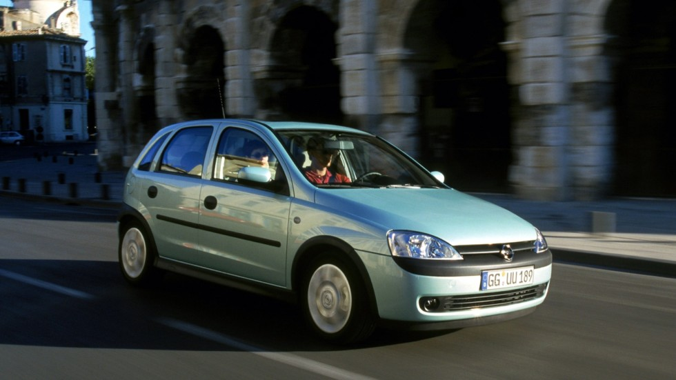 На фото: Opel Corsa 5-door (C) '2000–03