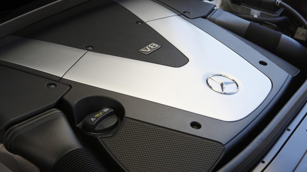 На фото: Под капотом Mercedes-Benz GL 450 CDI (X164) '2011–12