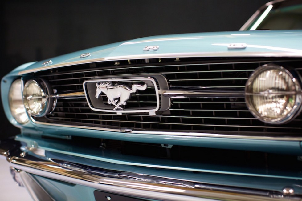 На фото: Revology Ford Mustang