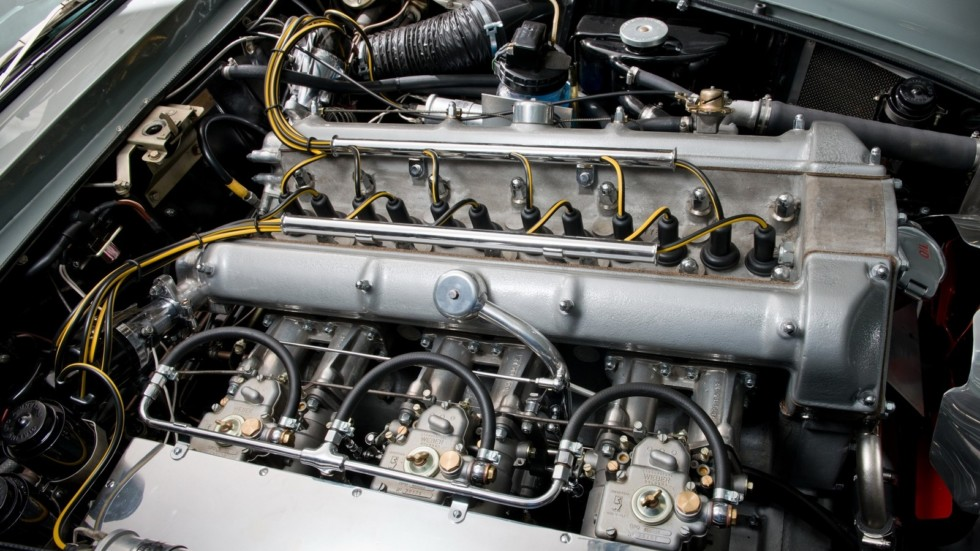 На фото: двигатель Aston Martin DB4 G.T. Continuation