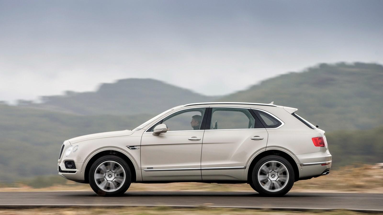Жители России снова стали покупать люксовые автомобили