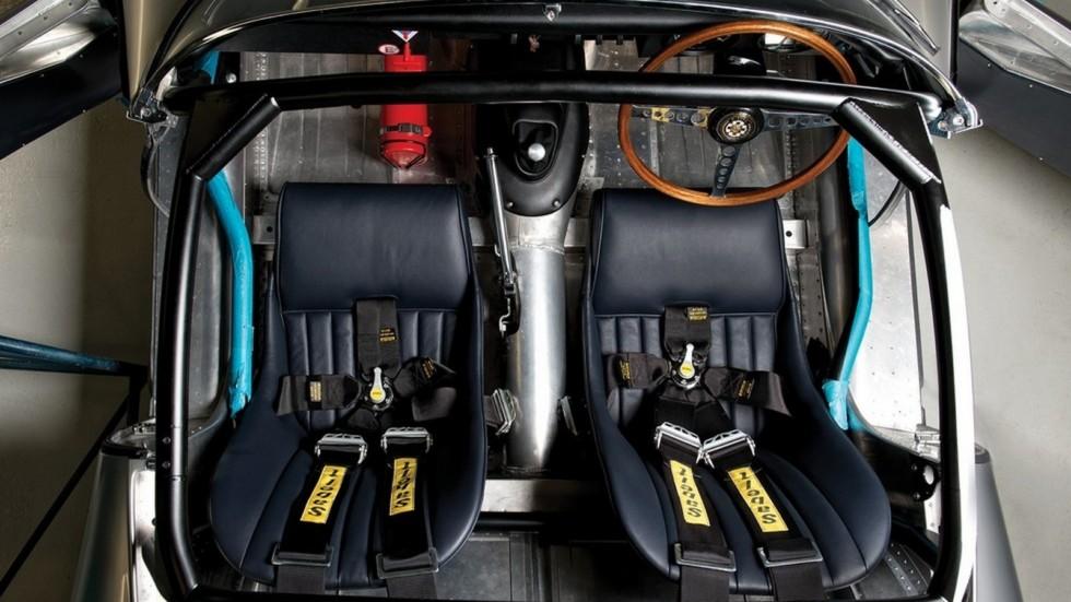 На фото: интерьер Jaguar Lightweight E-Type '2014