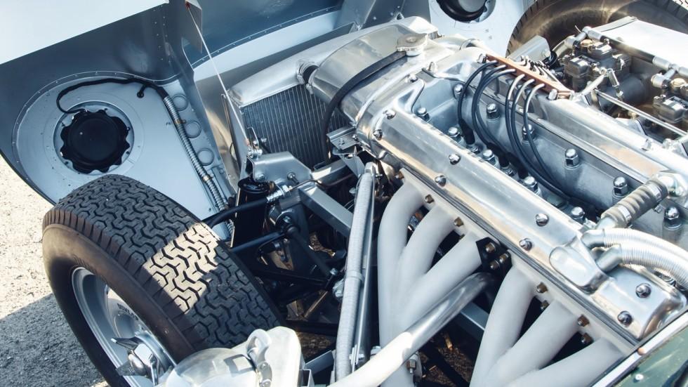 На фото: двигатель Jaguar XKSS Continuation