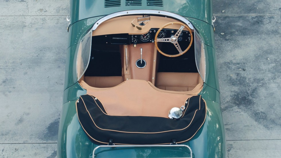 На фото: интерьер Jaguar XKSS Continuation