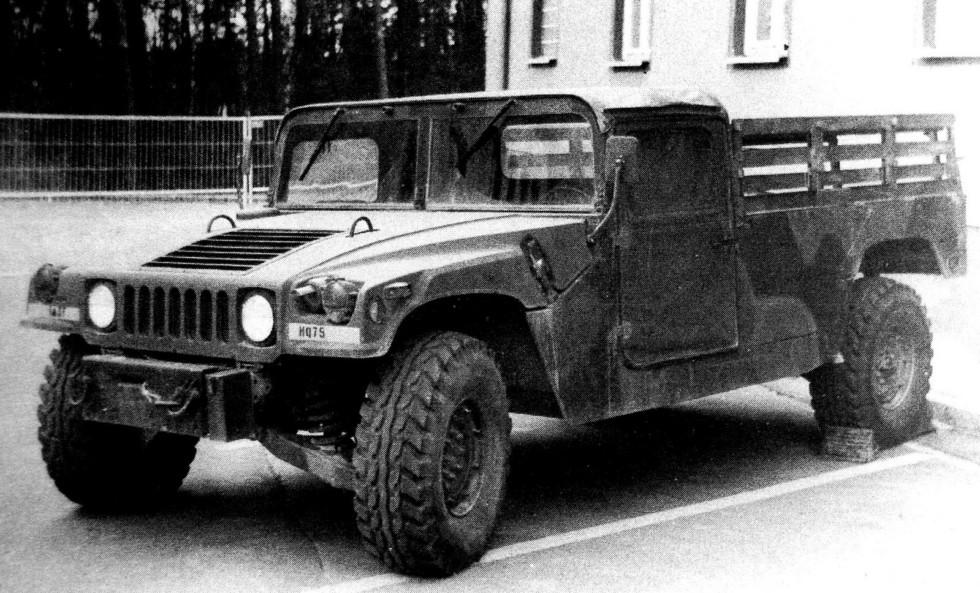 Двухместный пикап M1038 с лебедкой для транспортировки восьми солдат