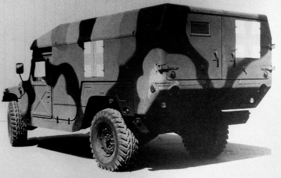 Авиадесантируемая санитарная машина M966 с закрытым кузовом «мини»