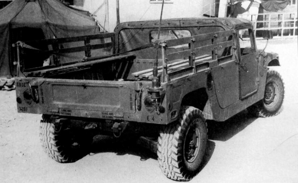 Открытый транспортный вариант М998 для доставки военнослужащих