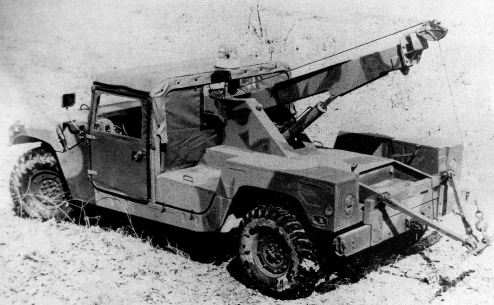 Опытный образец войскового эвакуатора на автомобиле HMMWV M1038