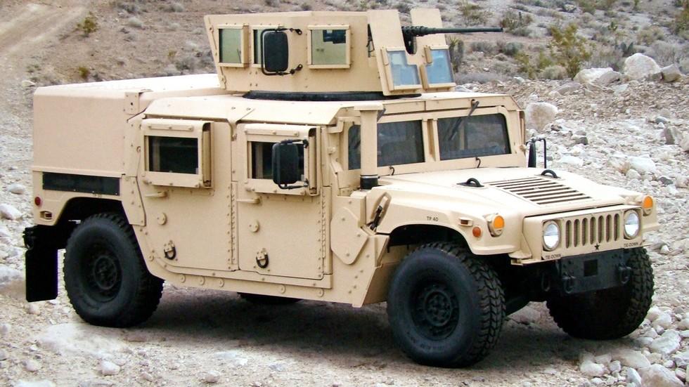 Боевая машина М1165А1 с мощным бронекорпусом и остекленной башней