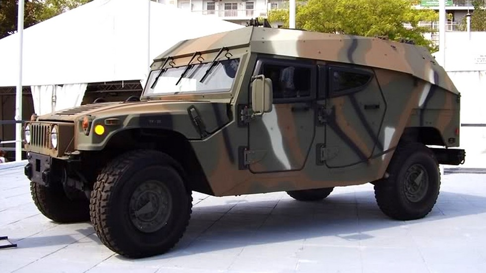 Греческая бронемашина М1118GR с обтекаемым корпусом израильской фирмы Plasan