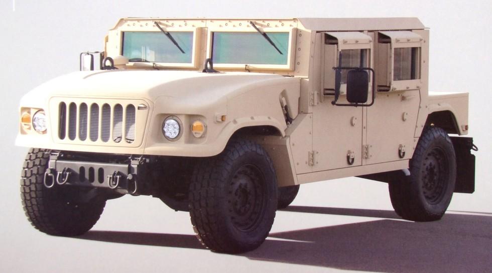 Опытная многоцелевая машина ХМ1211 с двойной бронированной кабиной