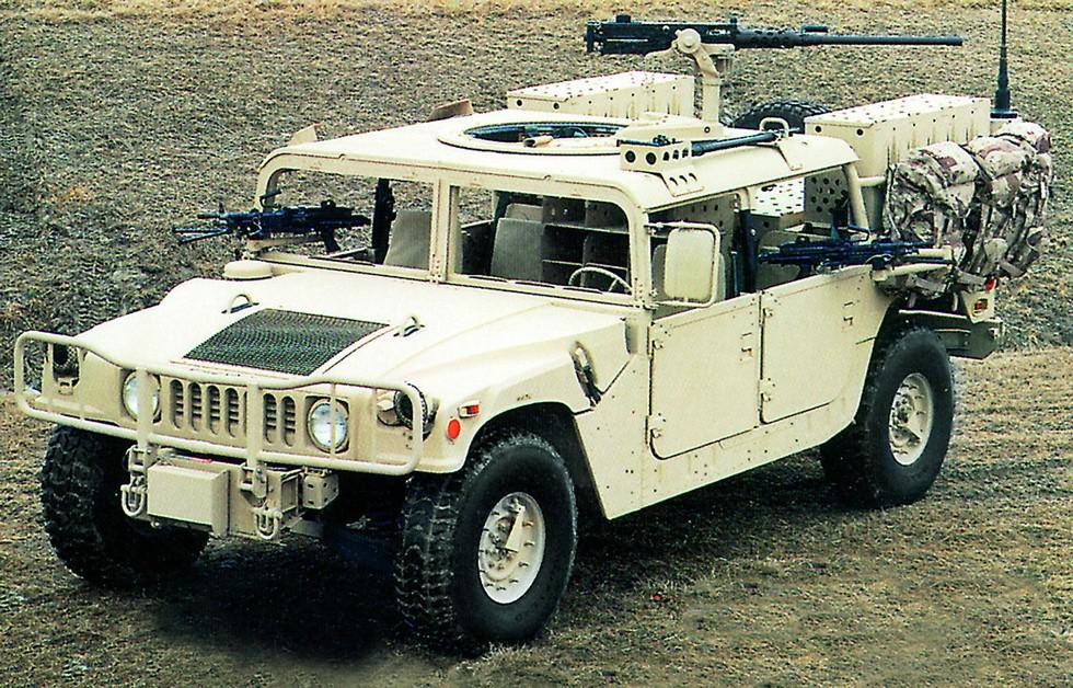 Машина M1097A2 для выполнения специальных операцией с 20-мм пушкой