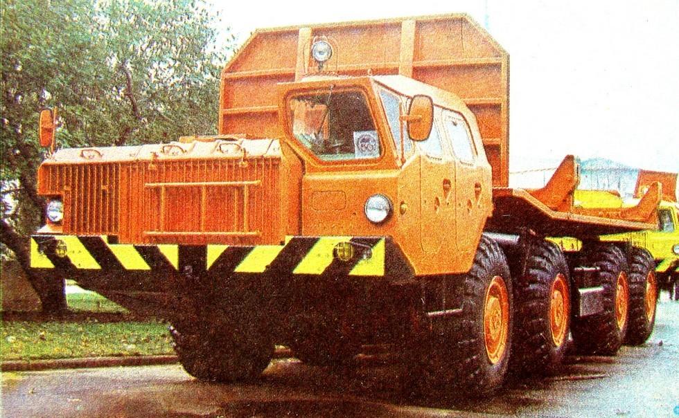 Многоцелевое шасси МАЗ-7910 для перевозки длинномерных грузов (из архива Л. Шугурова)