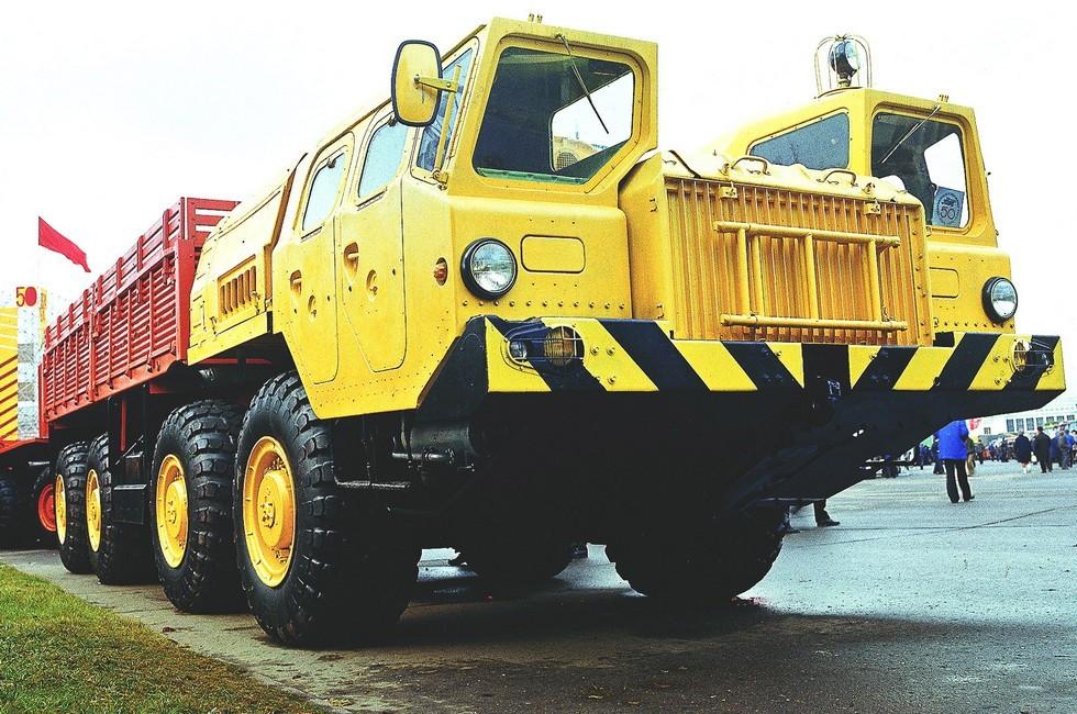 Базовый бортовой автомобиль МАЗ-7310 двойного назначения (из архива Л. Шугурова)