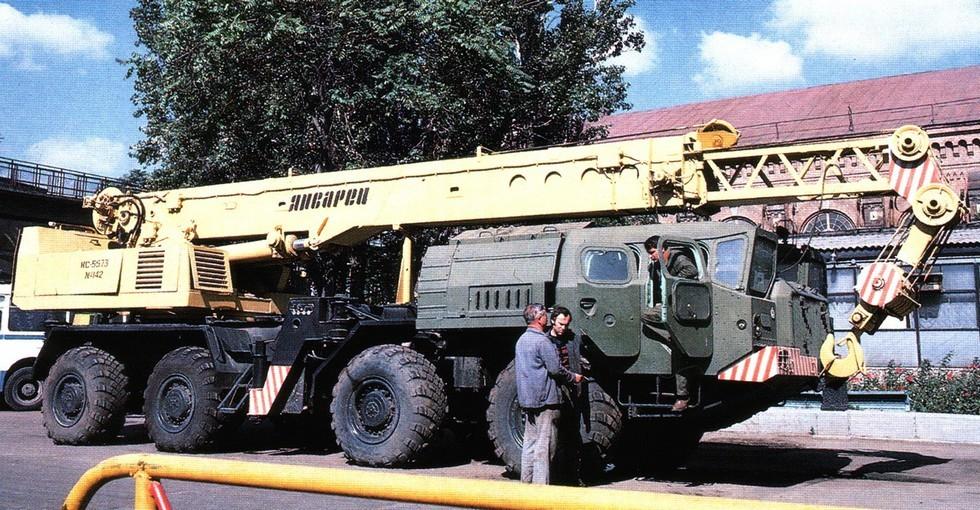 Многоцелевой 25-тонный кран КС-5573 на шасси МАЗ-73101 (из архива СКБ-1 МАЗ)