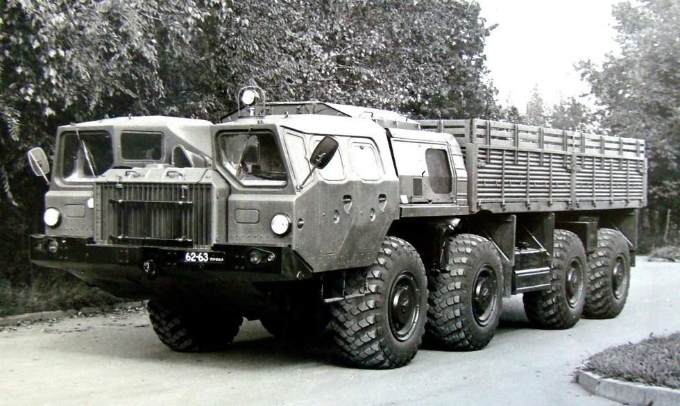 Военизированный вариант МАЗ-7310 на приемочных испытаниях в 21 НИИИ (из архива НИИЦ АТ)