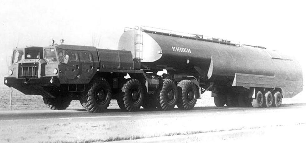 Тягач МАЗ-74101 с полуприцепной топливозаправочной цистерной ТЗ-60
