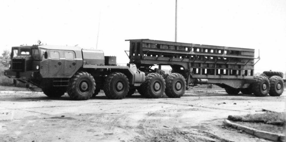 Испытания седельного тягача МАЗ-7410 с активным полуприцепом-шасси МАЗ-9989
