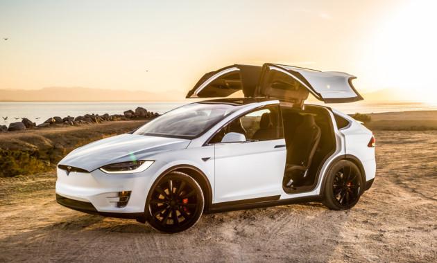 Автопилот Tesla предсказал трагедию соседней машины