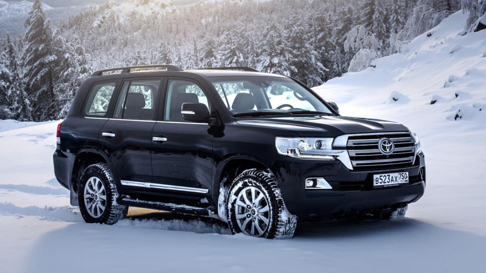 На фото: Toyota Land Cruiser 200