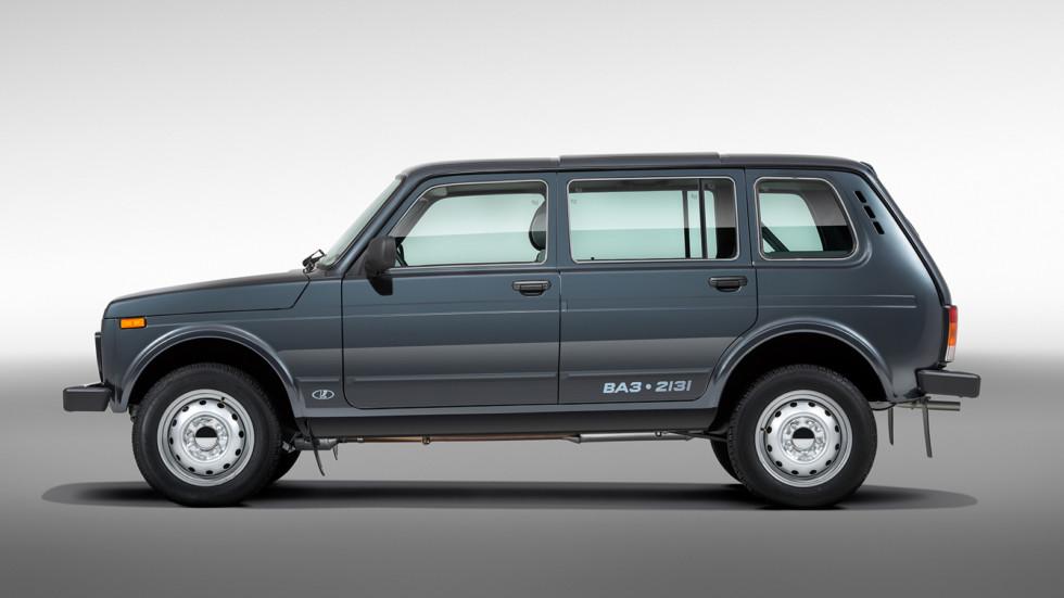 На фото: пятидверный Lada 4x4 (ВАЗ 2131)