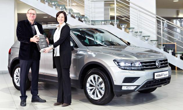 31ЯнвПервый пошёл Volkswagen начал передачу новых Тигуанов российским клиентам