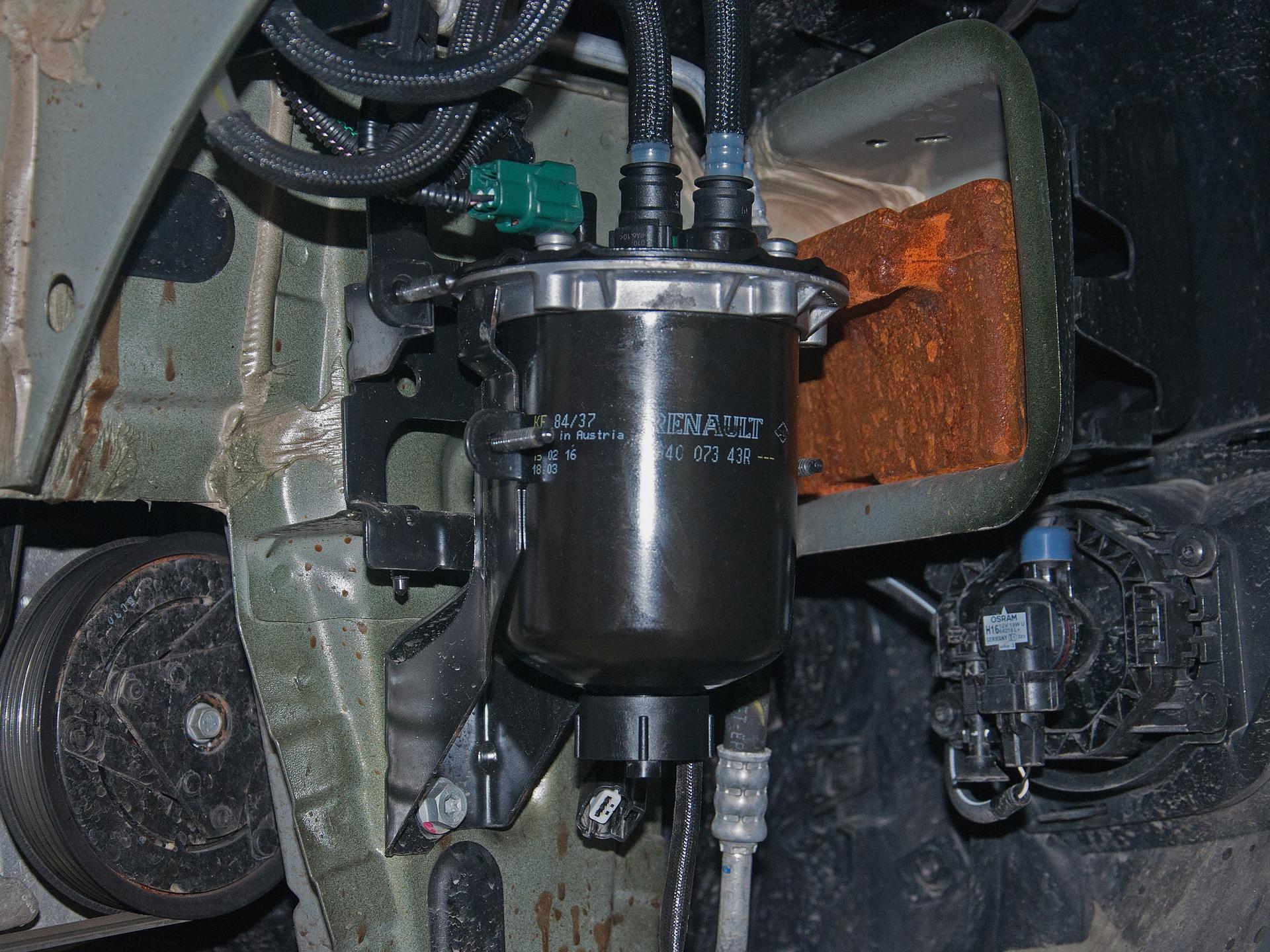 как правильно менять топливный фильтр на audi дизеле