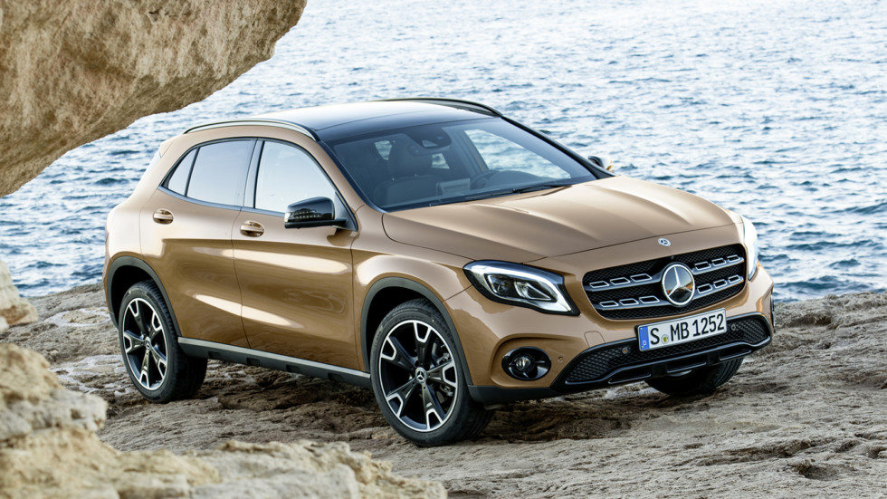 На фото: Mercedes-Benz GLA 220d 4Matic '2017