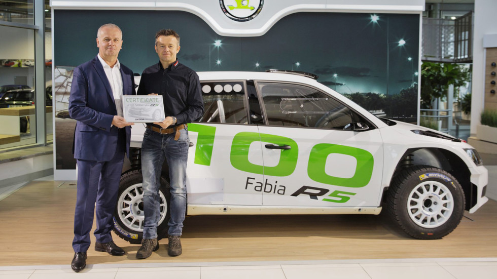 170102-ŠKODA-delivers-100th-FABIA-R5.JPG-1920x1304