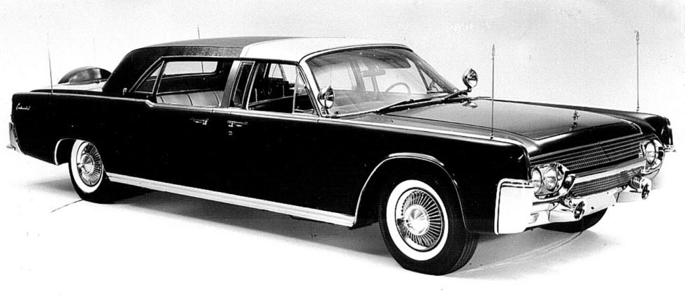 Модный и элегантный президентский лимузин Lincoln Continental с закрытым кузовом. 1961 год