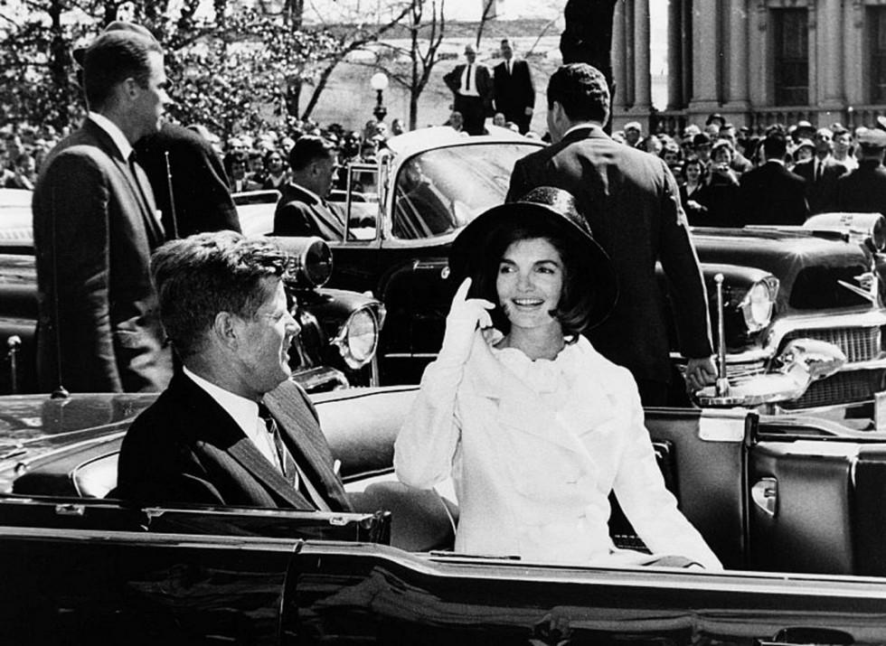 Президент Джон Фитцджеральда Кеннеди и Жаклин в автомобиле