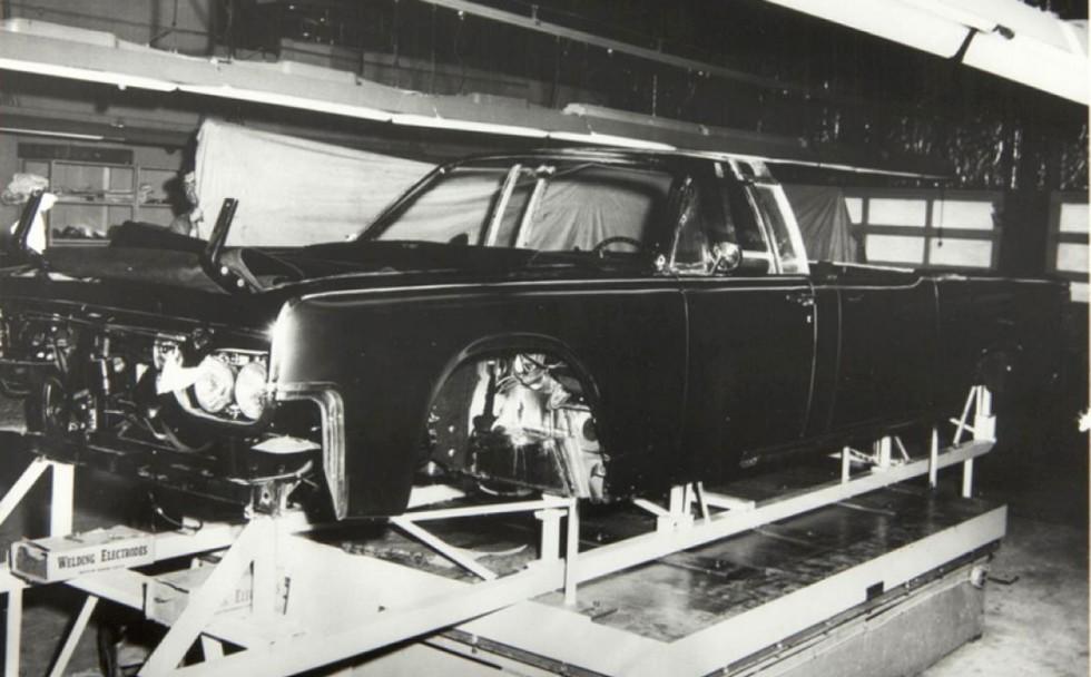 Сборка кузова президентского автомобиля на фирме Hess & Eisenhardt (из архива компании O'Gara-Hess & Eisenhardt)