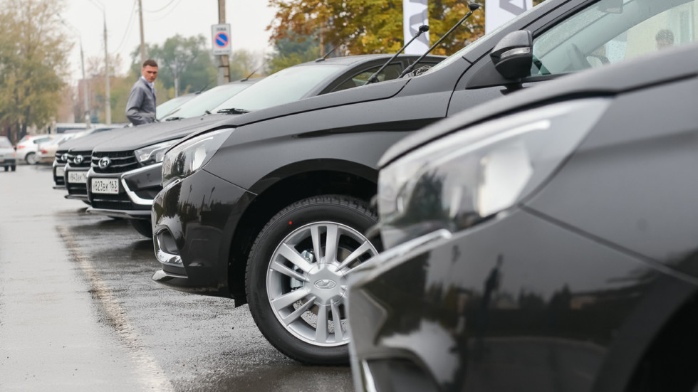 Продажи новых автомобилей в России упали на 11% в 2016 году  Продажи новых автомобилей в России упали на 11% в 2016 году