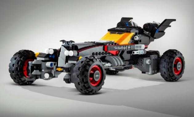 Бэтмобиль из 340 000 кубиков LEGO дебютировал в Детройте
